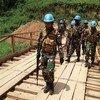 Une unité de génie indonésienne et un bataillon tanzanien de la MONUSCO, la Mission des Nations Unies en RDC, inspectent un pont à Beni (archives).