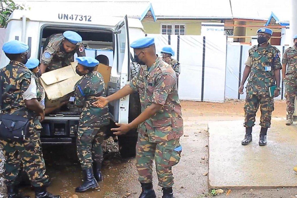 Kikosi cha 7 cha Tanzania kwenye ujumbe wa UN nchini DRC, MONUSCO wakikabidhi msaada wa dawa kwa hospitali kuu ya Beni jimboni Kivu Kaskazini.