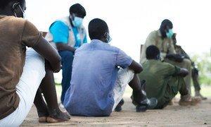 Crianças continuam ilegalmente em locais de detenção por associação com forças e grupos armados
