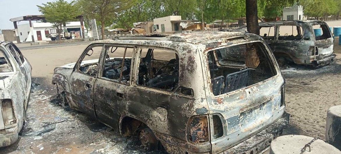 دمرت مركبات الأمم المتحدة عندما هاجم مقاتلون مسلحون بلدة مونغونو في ولاية بورنو بنيجيريا.