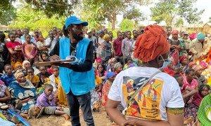 Proteção, abrigo, alimentação, água e saneamento são algumas das prioridades para os deslocados internos e a comunidade local