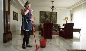 В МОТ призывают соблюдать права домашних работников и обеспечить им достойные условия труда.