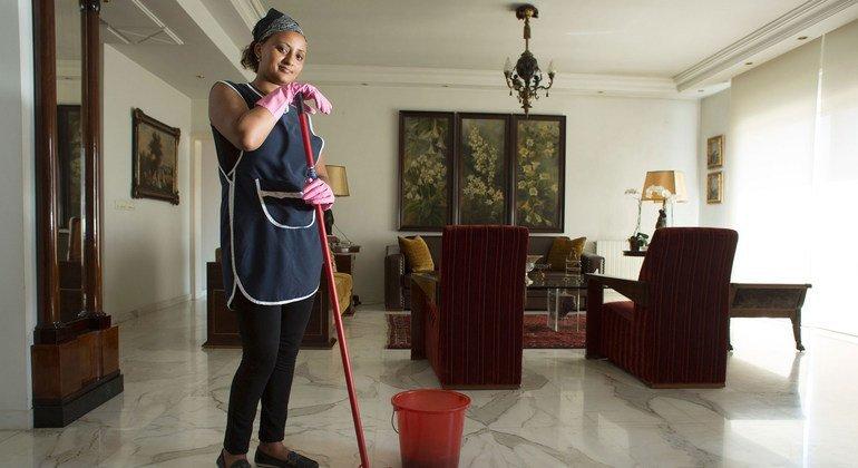 يكافح العمال المنزليون من أجل الاعتراف بهم كعمال ومقدمي خدمات أساسيين.
