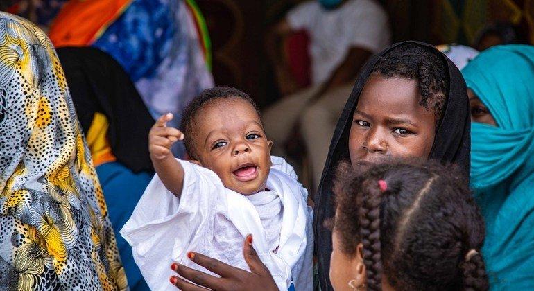 Nchini Mauritania, UNICEF imesaidia serikali kwenye kampeni ya nyumba kwa nyumba kukabili utapiamlo na kupatia watoto matone ya Vitamin A.