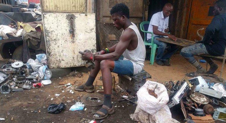Наибольшую опасность электронные отходы представляют для тех, кто занимается их переработкой.