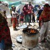 من الأرشيف: مجموعة من النازحين في مخيم للمشردين داخليا في تعز.