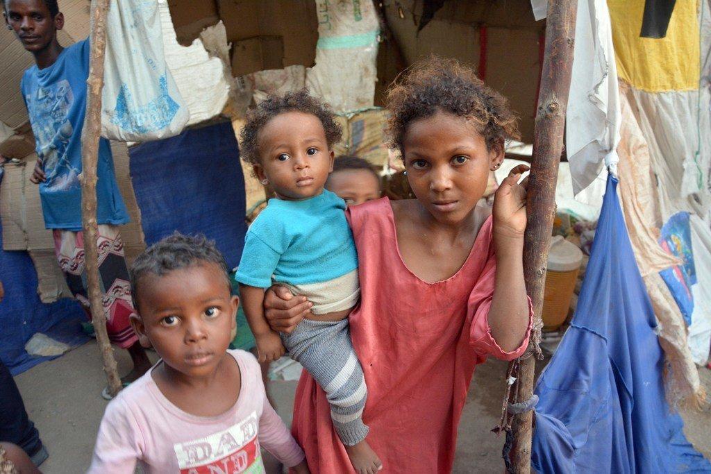 Enfants déplacés dans la ville de Hodeida, au Yémen, où la Covid-19 frappe.