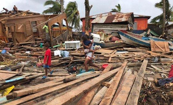 El huracán Iota causó destrucción e inundaciones en toda Nicaragua, dejando a miles de personas sin hogar.