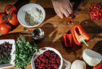 在我们这个时代,粮食安全不仅仅是粮食数量的问题,还 关乎其质量。我们每个人都应思考自己应如何饮食。你的未来,从餐桌开始。