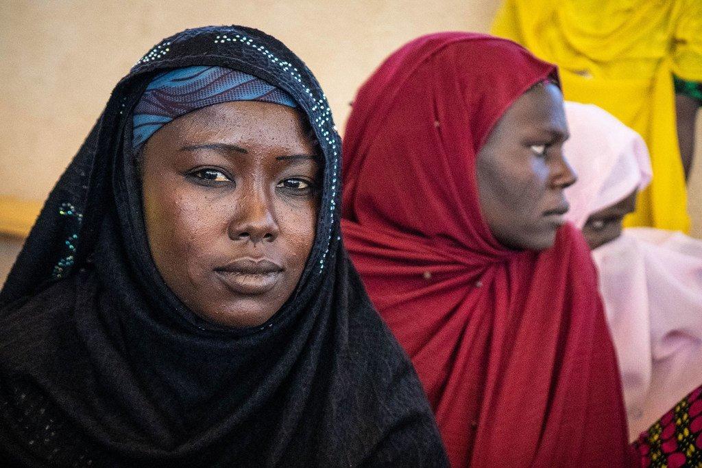 Wanawake waliofurushwa makwao wakiwa katika kambi ya Awaradi nchini Niger.