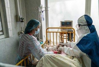 В ВОЗ сообщили о целой группе препаратов, которые снижают риск смерти от COVID-19.