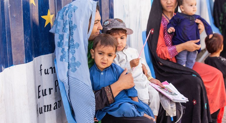 Afghanistan: Reuniting families on the run should be priority urges UNHCR