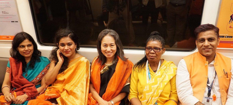 Сотрудники ООН агитируют за права женщин прямо в нью-йоркском метро. Оранжевый - цвет протеста против насилия над женщинами.