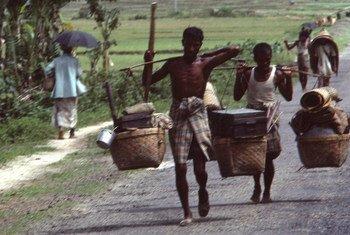 Acnur apoiou os cerca de 200.000 refugiados Rohingya que fugiram de Mianmar para Bangladesh na década de 1970.