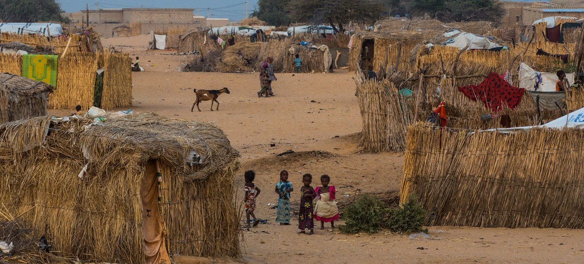 Children at an informal settlement for people displaced by Boko Haram violence in Diffa region, south-east Niger. (file photo)