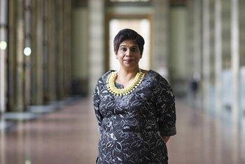 Nazhat Shameem Khan, Ambassadrice des Fidji auprès de l'Office des Nations Unies à Genève dans la salle des pas perdus du Palais des Nations. Mme Khan a été élue Présidente du Conseil des droits de l'homme pour 2021.
