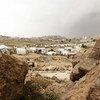 यमन में बहुत से लोग हिंसा और असुरक्षा से बचने के लिये अस्थायी शिविरों में रहने को मजबूर हैं.