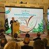 """秘书长安东尼奥·古特雷斯在巴基斯坦伊斯兰堡举行的""""可持续发展与气候变化特别会谈""""上发表讲话。"""