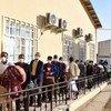 国际移民组织伊斯兰卡拉接待中心的阿富汗移民。在2月13日发生灾难性火灾之前,该中心每天向数千名阿富汗回返者提供服务。
