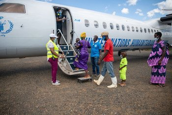 Refugees from Burundi prepare to board a flight back home in December 2020.