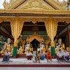 缅甸仰光,寺院正在举行佛教仪式。(2013年5月图片)