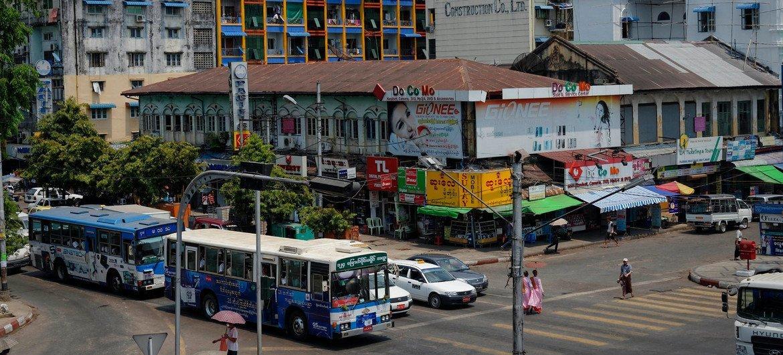 مشهد عام من مدينة يانغون عاصمة ميانمار (أيار/مايو 2013).