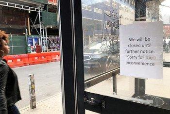 वायरस पर क़ाबू पाने के इरादे से न्यूयॉर्क में बार व रेस्तरां बंद रखने के लिए कहा गया है.