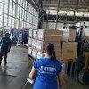 Le matériel médical fourni par le Programme alimentaire mondial est expédié d'un entrepôt des Nations Unies