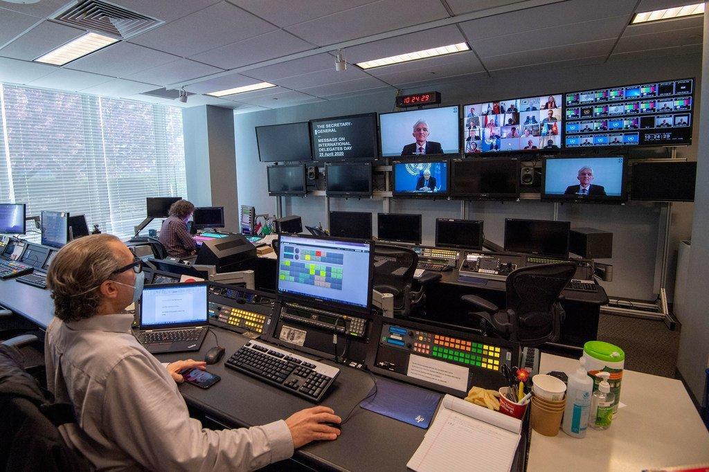 Une réunion à distance du Conseil de sécurité des Nations Unies est facilitée par le personnel des Nations Unies dans les studios du siège.