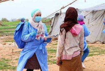 العاملون في مجال التوعية في وسط غرب سوريا يرفعون الوعي حول الجائحة.