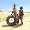 Des enfants déplacés jouent dans le camp du stade international Mohammed Goni à Maiduguri, dans le nord-est du Nigéria.