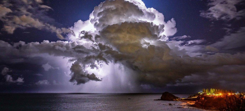 Nuvens se formam sobre o oceano em Port Macquarie, Austrália