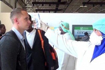 تعاني الصومال من الفيضانات وغزو الجراد الصحراوي في الأجزاء الشمالية من البلاد كما تأثرت بحائحة كوفيد-19، مما زاد من تفاقم الوضع الصحي الهش في البلاد ، كما تسبب في أزمة صحية عامة كبيرة.