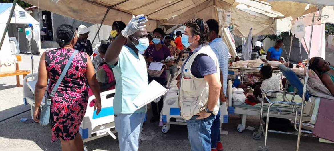 WFP Haiti Director Pierre Honnorat speaks with staff at the Sainte Antoine hospital in Jeremie, Haiti, one day after the 7.2 magnitude earthquake hit the country on August 14, 2021.
