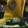 Le nouveau Président de l'Assemblée générale des Nations Unies, Volkan Bozkir (sur les écrans), préside la première réunion plénière de la 75e session de l'Assemblée générale.
