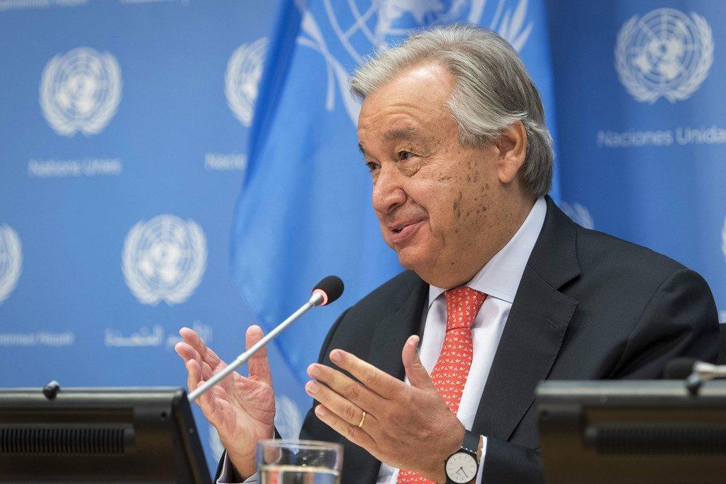 Photo ONU/Mark Garten Le Secrétaire général de l'ONU, António Guterres, lors d'une conférence de presse.