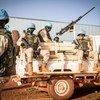 حفظة سلام تابعون لبعثة الأمم المتحدة في مالي يقومون بأعمال الدورية لتعزيز الأمن وحماية المدنيين.