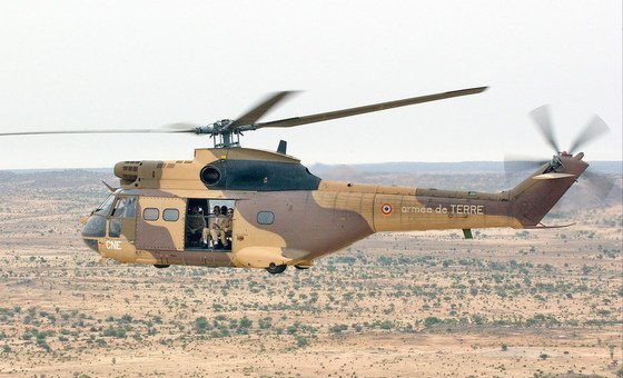 A French military helicopter flies to Abeche in eastern Chad. (file)