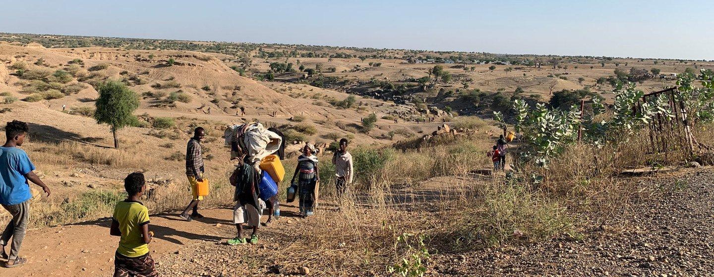 Cerca de 500 pessoas fugindo dos confrontos na região de Tigray, no norte da Etiópia, atravessam diariamente a fronteira com o Sudão