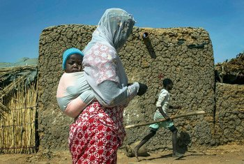 Des personnes déplacées dans un village de la région de Mopti, au Mali.