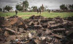 Des Casques bleus sénégalais lors d'une opération militaire dans la région de Mopti, dans le centre du Mali. Au moins 14 civils ont été tués suite à une attaque dirigée contre le village de Sinda, situé dans cette région
