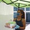 Mujeres trans en la Ciudad de México reparten comida a sus vecinos durante la pandemia por COVID19.