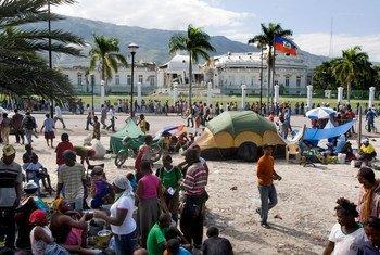 Le Palais national haïtien au lendemain du le tremblement de terre qui a secoué Port au Prince en janvier 2010.