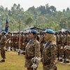 جنديات من حفظة السلام يتلقين ميداليات الأمم المتحدة للعمل في بعثة الأمم المتحدة لحفظ السلام في جمهورية الكونغو الديمقراطية (MONUSCO).