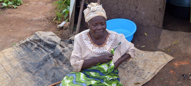 Uma refugiada da República Democrática do Congo que agora vive no campo de refugiados de Kyangwali, em Uganda.