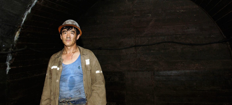 Homens mais velhos que trabalham muitas horas, como este mineiro de carvão na China, são suscetíveis a mortes relacionadas ao trabalho