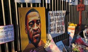 Убийство полицией Джорджа Флойда, чернокожего жителя США, вызвало массовые протесты против полицейского произвола.
