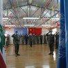 全体维和人员向联合国会旗敬礼