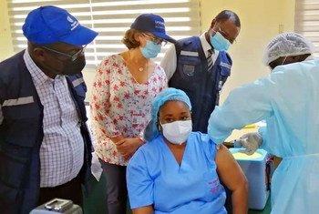 В Кот-д'Ивуаре начали вакцинацию от Эболы.