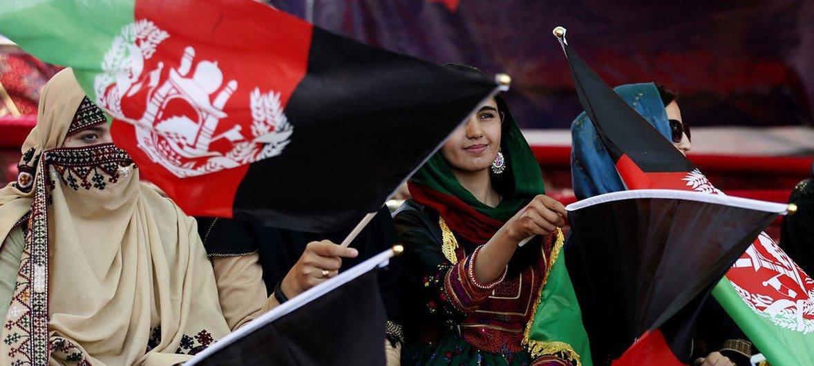 Женщины Афганистана участвуют в предвыборных митингах.